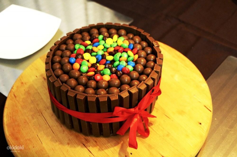 Как красиво украсить торт ммдемс