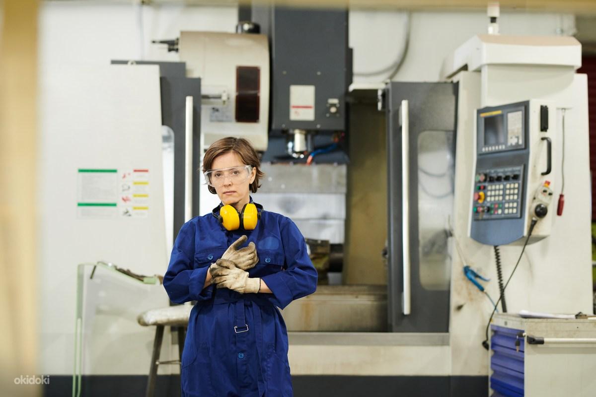 Работа девушке на завод девушка модель работа иркутск